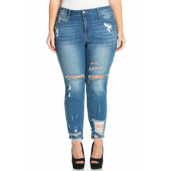 ⬇ Plus Size Distressed Jeans